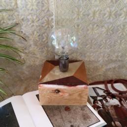 Lampada a base cubica con lampadina speciale giulio orrù design